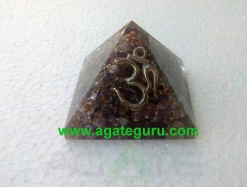 Amethyst orgone om pyramid